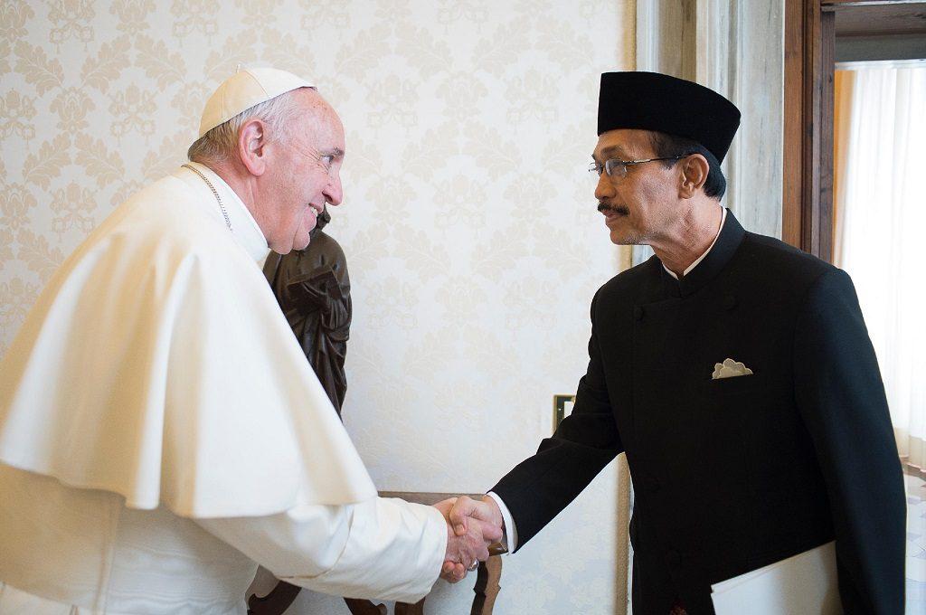 Skandal Keuangan Vatikan, Ajudan Paus Fransiskus Mundur 1