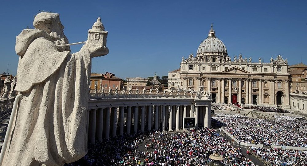 Skandal Keuangan Vatikan, Ajudan Paus Fransiskus Mundur 2