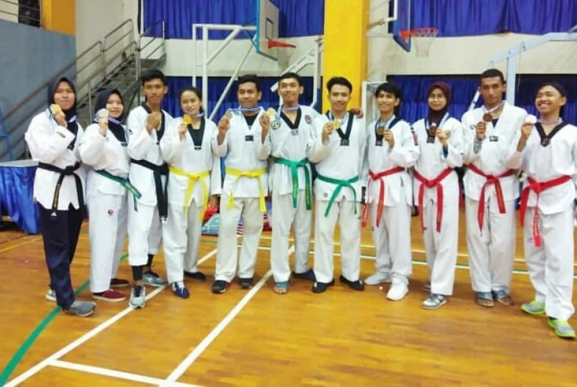 Photo of Menpora Optimistis Taekwondo Raih Tiga Emas